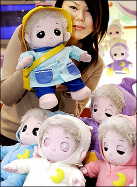 captsgenem02230205162949photo00photodefa Dolls Replacing Children in Ever Aging, Childless Japan
